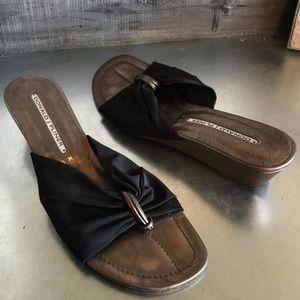 Donald j Pliner black thong sandal